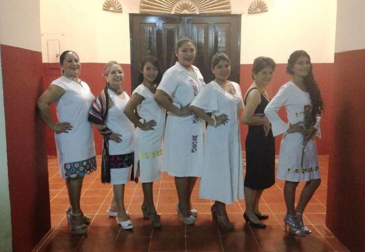La Asociación Civil 'Lol Chulte Red de Mujeres de Unorca' promueve el proyecto, en el que participan un grupo de 14 bordadoras. (José Chi/SIPSE)