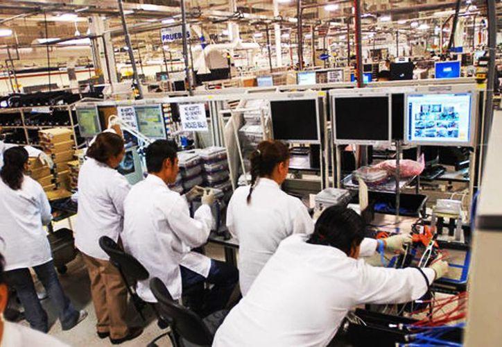 En el octavo mes del año el empleo sigue siendo uno de los rubros positivos en materia económica (Milenio)
