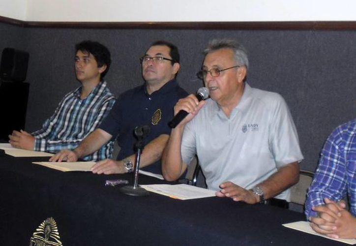 El anuncio de la 44 edición del certamen deportivo de la Uady. (Jesús Erosa/SIPSE)