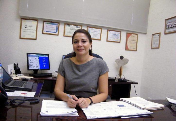 Leticia Jeanette Martínez Medina, delegada del SAT en Yucatán, invitó a los contribuyentes que tengan dudas acudir a las oficinas de la dependencia para recibir asesoría. (Milenio Novedades)