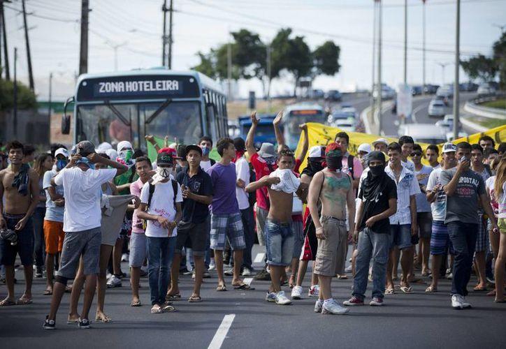 Las protestas ciudadanas en el marco de la Copa Confederaciones ya cobraron una vida. (Agencias)