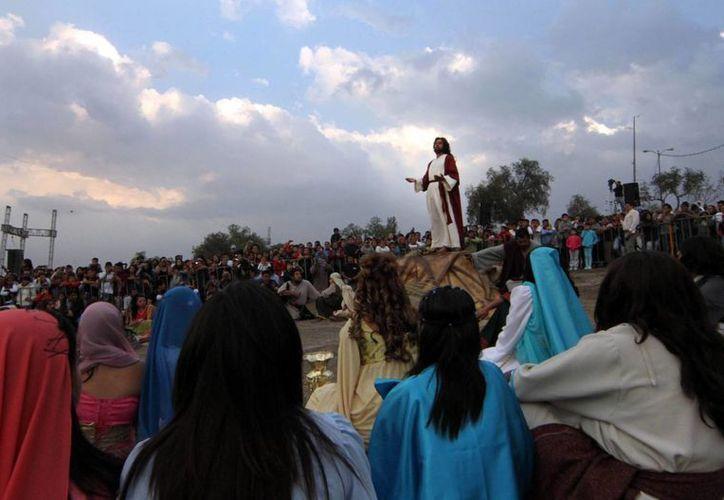El Cristo de Iztapalapa pronunció el sermón de la Bienaventuranza en el cerro de La Estrella. (Notimex)