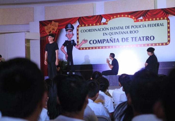 La compañía de teatro de la Policía Federal presentará funciones en Quintana Roo. (Harold Alcocer/SIPSE)