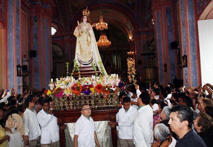 La procesión de la Virgen de la Candelaria finaliza a bordo de unas barcas en el río Papaloapan. (Notimex)