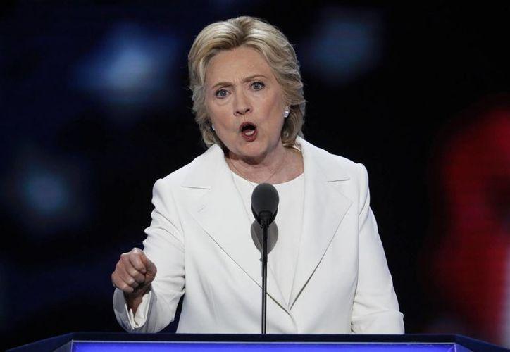 Hillary Clinton se convirtió este jueves oficialmente en la primera mujer que aspira a la presidencia de los Estados Unidos. (AP)