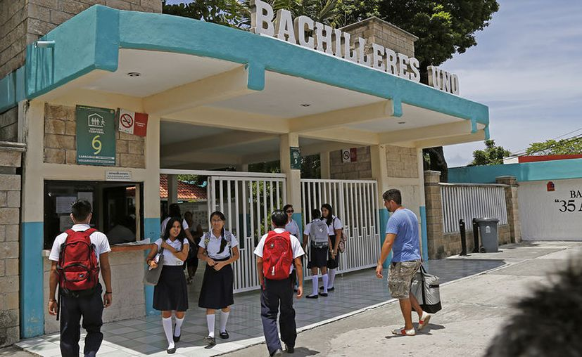 Policías  vigilarán  18 de 283 planteles de educación básica del sector público. (Foto: Jesús Tijerina)
