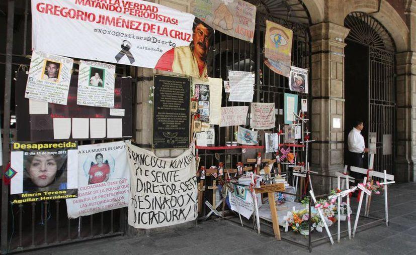 La Segob no especificó en qué consisten las medidas de protección otorgadas a 44 periodistas y defensores de derechos humanos. En la imagen, una protesta por el asesinato del periodista veracruzano Gregorio Jiménez. (Archivo/Notimex)