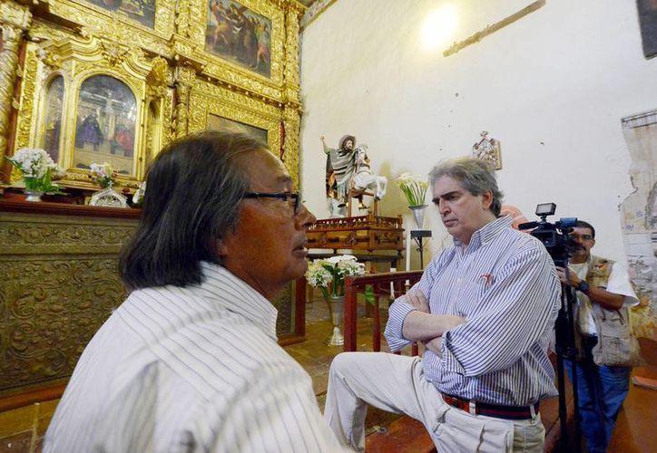 """Rafael Tovar y de Teresa (d) presidente de Conaculta informó que en el programa """"Cultura para la armonía. Caminos de Michoacán"""" se invertirán 470 millones de pesos. (Notimex)"""