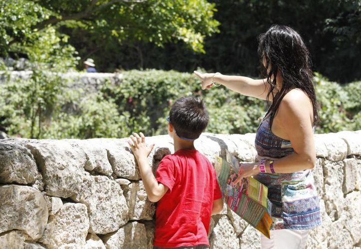 El objetivo es continuar atrayendo a visitantes nacionales y extranjeros a los diversos sitios de interés con los que cuenta el país. (Sergio Orozco/SIPSE)