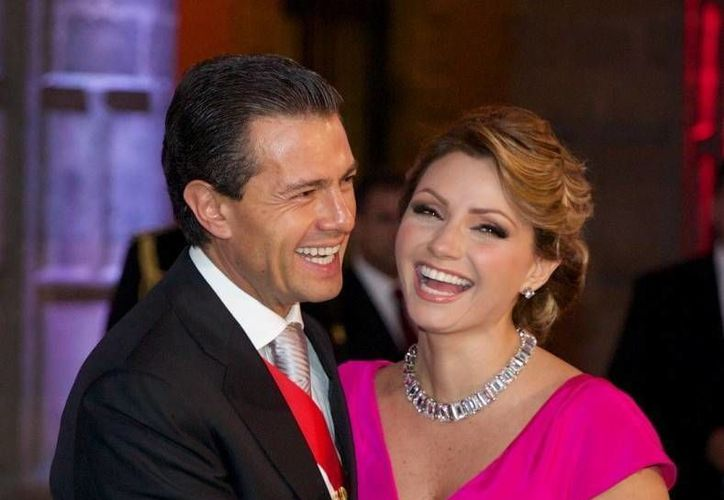 El presidente de México, Enrique Peña Nieto, y su esposa Angélica Rivera, fueron alcanzados por la polémica del #PanamaPapers al revelarse la participación del propietario de la 'Casa Blanca' que compró la Primera Dama en 2014. (Archivo/Presidencia)