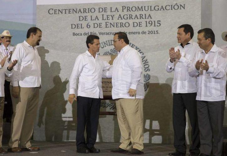 Peña Nieto aseguró que su gobierno busca lograr el desarrollo y bienestar del campo mexicano. (Presidencia)
