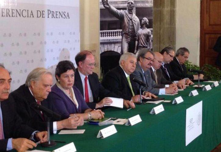 Las iniciativas retoman las propuestas de la CNTE, aseguró Chuayffet. (Twitter.com/@EChuayffet)