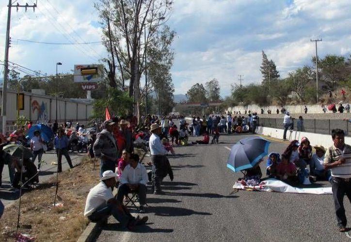 En los últimos meses la Autopista del Sol había sido objeto de múltiples manifestaciones, antes de que llegaran las tormentas 'Ingrid' y 'Manuel'. (Notimex/Foto de contexto)