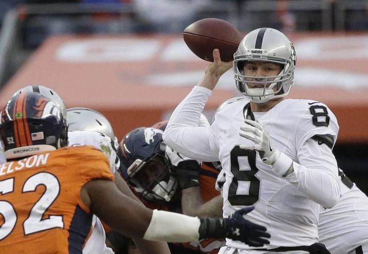 Connor Cook, de Raiders de Oakland, será el primer quarterback en la historia de la NFL en realizar el primer inicio de su carrera en un duelo de playoffs. (AP)