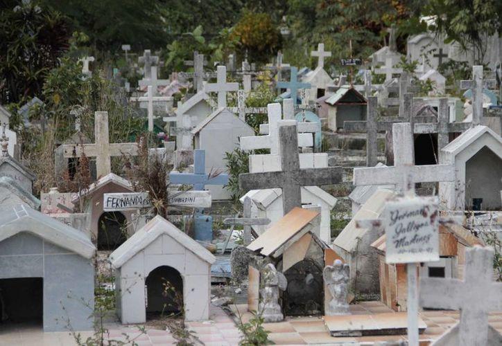 Con la exhumación de los restos se busca incrementar el espacio del cementario. (Tomás Álvarez/SIPSE)
