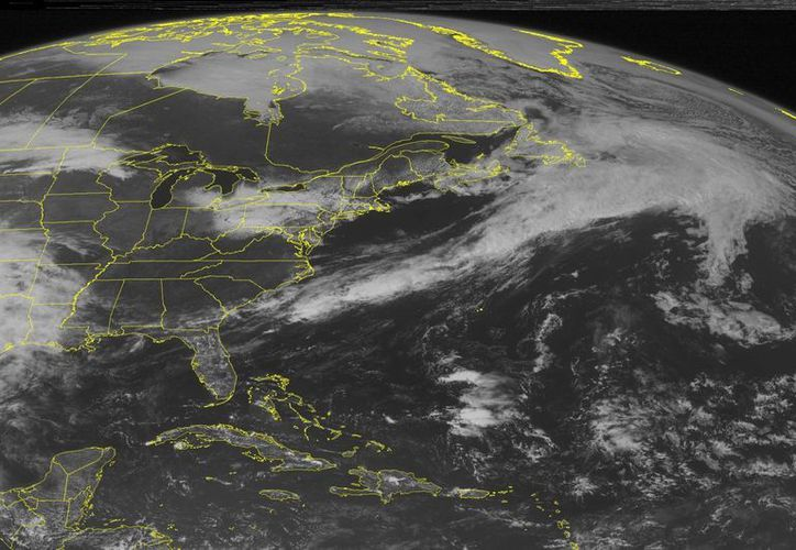 Imagen de satélite provista por la agencia estadounidense para el Océano y la Atmósfera (NOAA), muestra el tifón Dolphin cerca de Guam. (NOAA vía AP)
