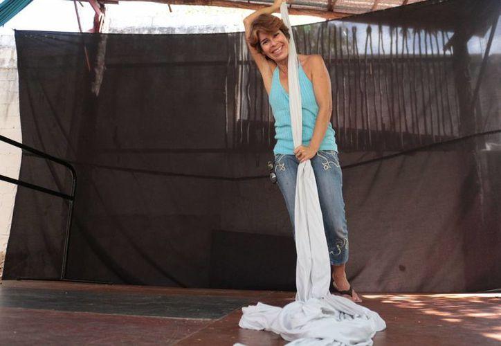 Hena Iris Moreno Corzo lleva ocho años dando clases actorales a niños. (Adrian Barreto/SIPSE)