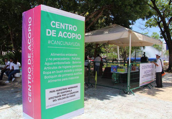 Por orden del gobierno de Quintana Roo, se instalaron tres puntos para la recepción de donativos. (Foto: Fernanda Duque/SIPSE)