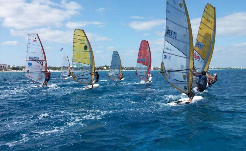 El anuncio atenta contra la disciplina de tabla vela que va en ascenso en la zona norte de Quintana Roo. (3.bp.blogspot.com)