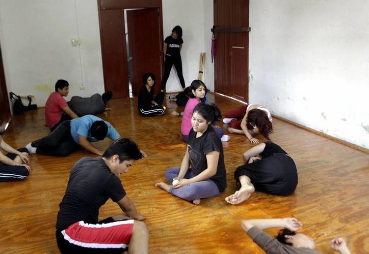 Algunos ejercicios durante el taller. (Christian Ayala/SIPSE)
