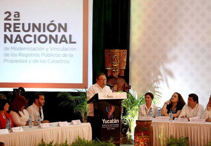 Ernesto Herrera Novelo, consejero jurídico del Estado, encabezó la presentación de la iniciativa Declaración Yucatán. (SIPSE)