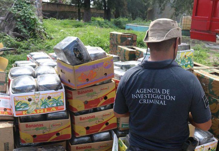 La droga estaba en 999 paquetes que arrojaron un peso bruto de poco más de cinco toneladas 300 kilogramos. (Foto Notimex)