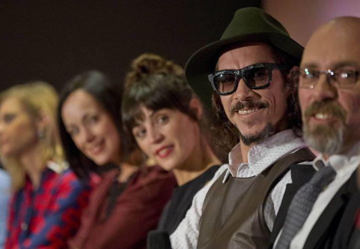 Equipo de trabajo de Cantinflas. Desde la izquierda: actrices Ana Layevska, Gabriela de la Garza, Ilse Salas, el actor Oscar Jaenada, y el director Sebastian del Amo. (Foto: AP)