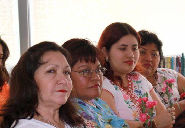 Especialistas afirman que la mujer es un pilar de la sociedad y economía de Yucatán. (Milenio Novedades)