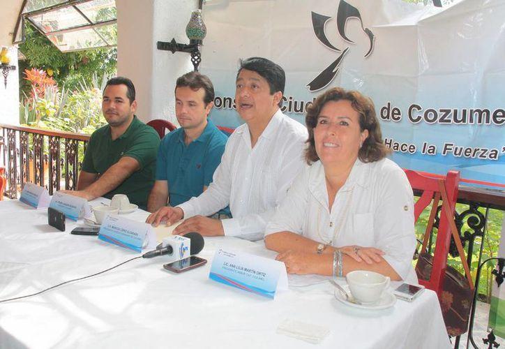 Conferencia de prensa para dar a conocer la convocatoria para tramitar la FIEL. (Julián Miranda/SIPSE)