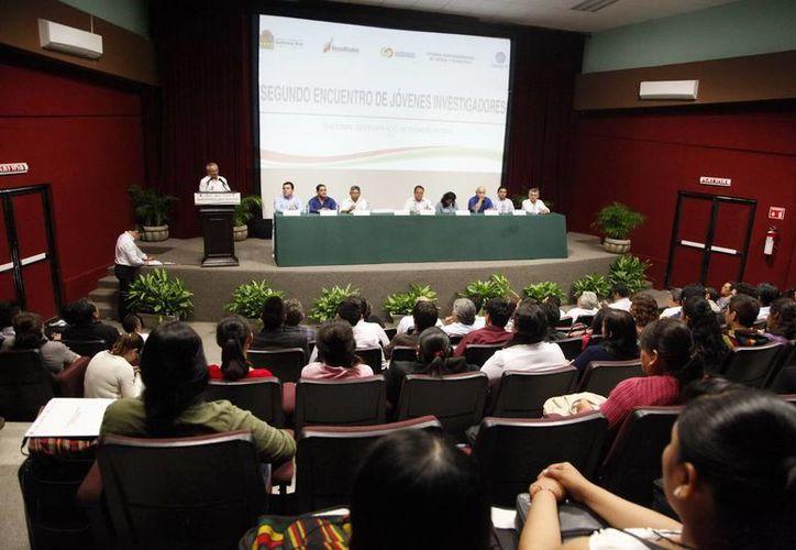 El coordinador de Asesores de la SEyC, José del Ángel Arjona Carrasco inauguró el evento. (Redacción/SIPSE)