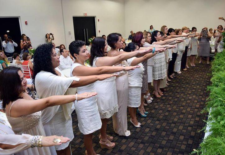 El Capítulo Yucatán de la Asociación Mexicana de Mujeres Empresarias  (Ammje) cambió este sábado de directiva para el período 2016-2019. (Amílcar Rodríguez/Milenio Novedades)