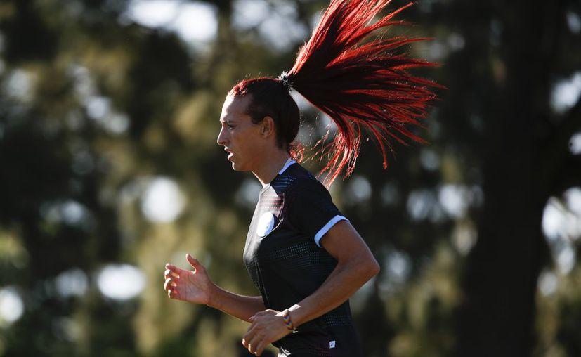 Mara Gómez podría ser la primera mujer trans en competir dentro de la primera división profesional del fútbol argentino (Foto: AP).