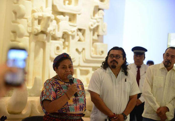 La activista guatemalteca sostuvo un encuentro 'de diálogo abierto' con estudiantes. (SIPSE)