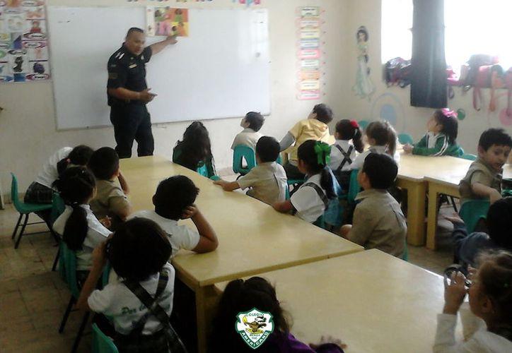 Los oficiales son los que imparten las platicas a los menores acerca de diversos temas. (Foto: Archivo)