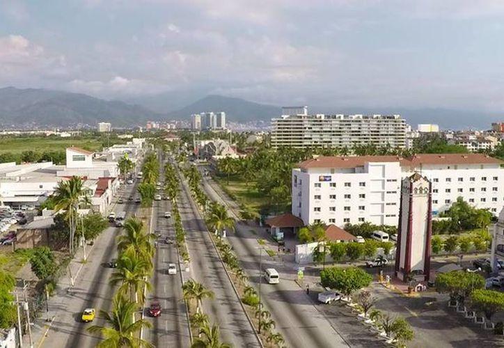 Las autoridades de Puerto Vallarta garantizan la seguridad de los paseantes que acudieron al destino en estos días de asueto. (Facebook/Puerto Vallarta, Mexico)