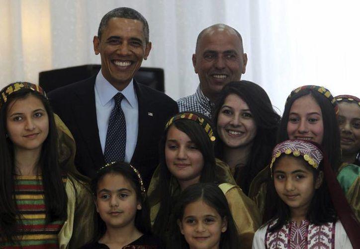 Obama urgió a superar las barreras que impiden a las niñas del mundo a acudir a la escuela. (EFE)
