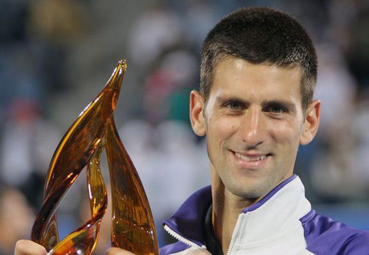 Djokovic tuvo en Almagro, sustituto de Nadal, a un fuerte rival en la final. (EFE)
