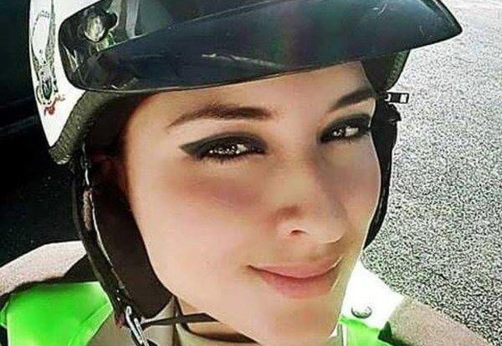 Catherine Carballo afirma que su foto fue tomada de su cuenta de Facebook y publicada en la Policía Nacional del Ecuador. (facebook.com/policia.ecuador)