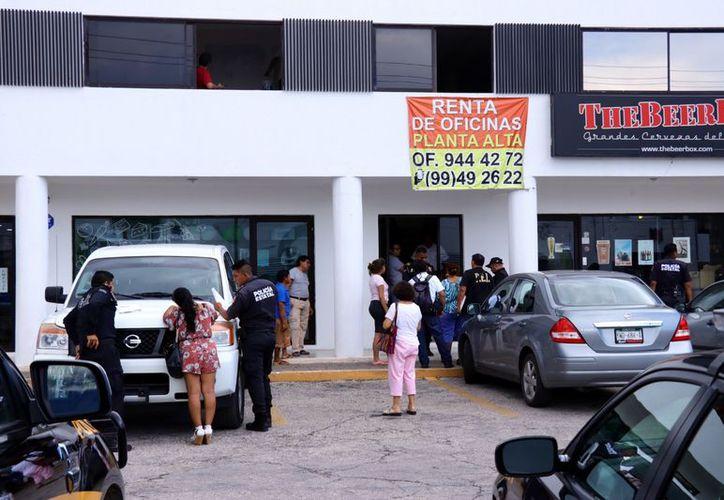Los dueños de la agencia retuvieron a dos clientes en un local. (Jorge Acosta/ Milenio Novedades)