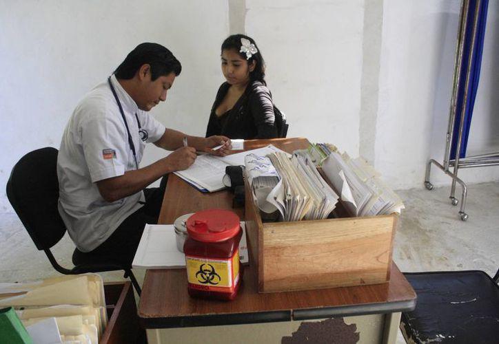 Menos del 25 por ciento de los galenos afiliados al Colegio de Médicos carece de certificación. (Harold Alcocer/SIPSE)