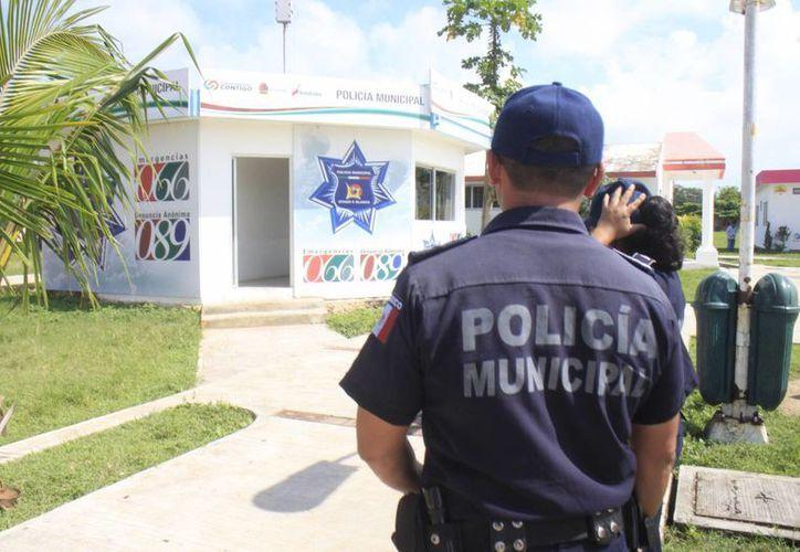 Dependiendo del nivel del policía es su salario. (Harold Alcocer/SIPSE)