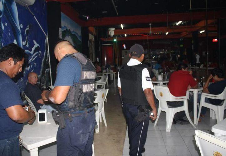 Los policías se enfocaron a la búsqueda de drogas y armas de fuego. (FOTO: Harold Alcocer/SIPSE)