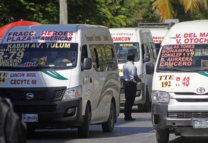 Benito Juárez hay mil 200 urvans de diferentes empresas con concesión estatal. (Foto: Jesús Tijerina/SIPSE)