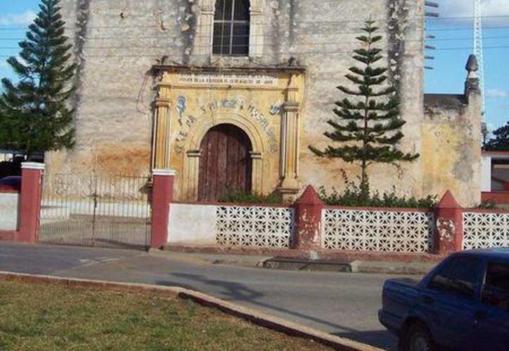 La iglesia de Temozón, donde han visto el alma en pena del sacerdote. (Jorge Moreno/SIPSE)