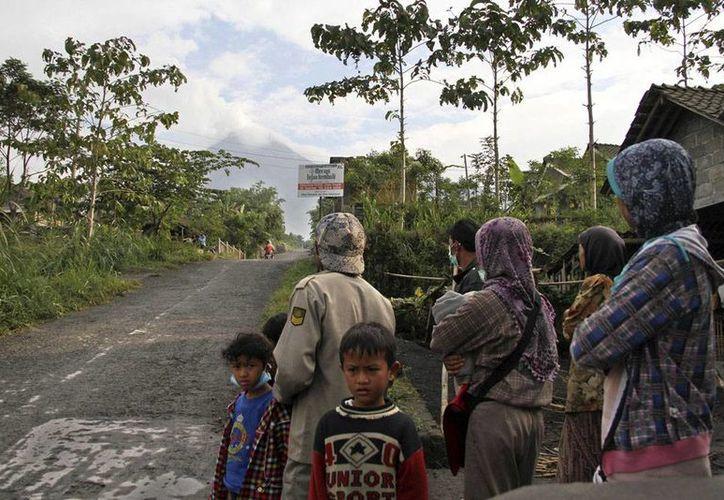 El estallido se oyó a 30 kilómetros, pero no ocurrió una erupción. (Agencias)