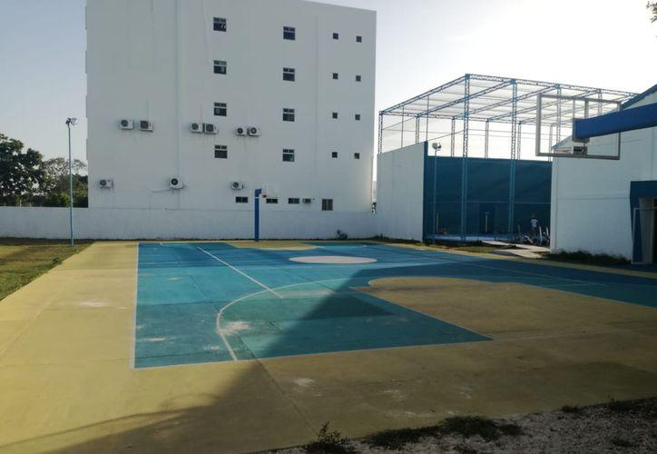 la mitad de los espacios deportivos que tiene asignados la Cojudeq se encuentran a nombre y bajo la propiedad legal del IPAE y del SQCS. (Miguel Maldonado/SIPSE)