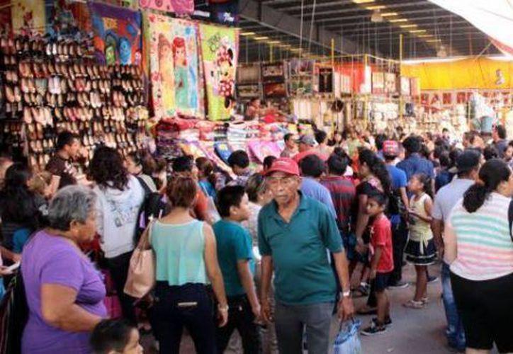 La Feria Yucatán es una de las más importantes del país, por lo que llega mucha gente de otros estados para laborar temporalmente. (Foto: Milenio Novedades)