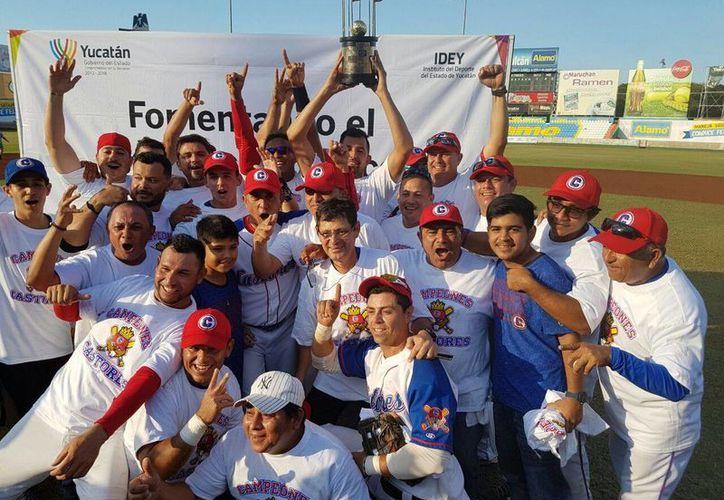 Castores de Mérida se proclamó campeón de la Liga Estatal de Beisbol 'Naxón Zapata', tras derrotar 4x3 a Reyes de Tizimín. (Marco Moreno/SIPSE)