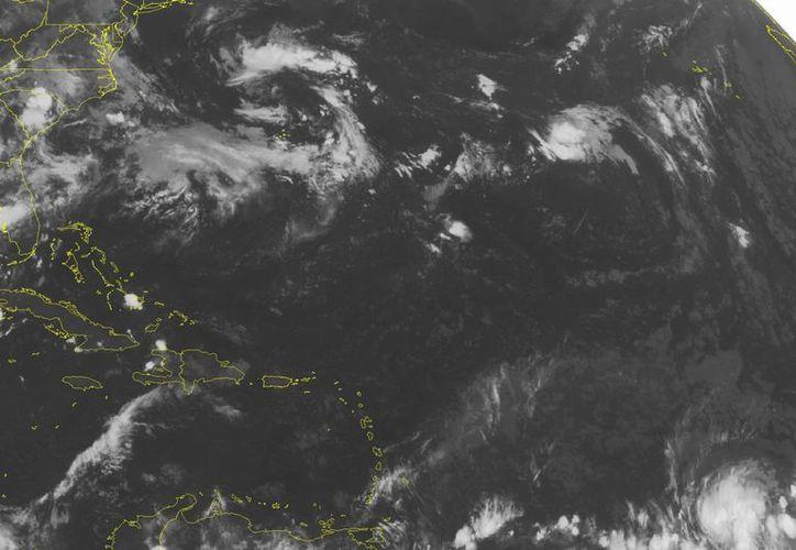 Este mediodía Danny se ubicó a dos mil 235 kilómetros al este de las Antillas Menores. (Agencias)