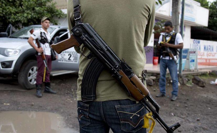 Autodefensas michoacanas son un movimiento mixto, formado por ricos ganaderos, campesinos y empresarios. (Agencias)